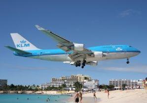 Maho_Beach_landing