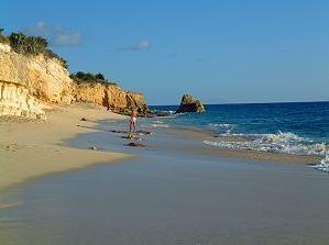 Cupecoy_Beach