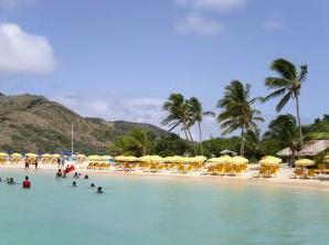 Pinel_Island_Beach_1